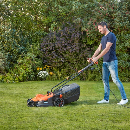 Black and Decker -   1800W 42cm   EasySteer - BEMW481ES
